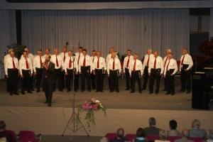 Liederkranz-Sänger auf der Bühne - Konzertteil 1 - (DSC07440)