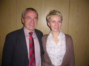 Zwei strahlende Gesichter - Bürgermeister Wiedemann & Swetlana (P1320676)